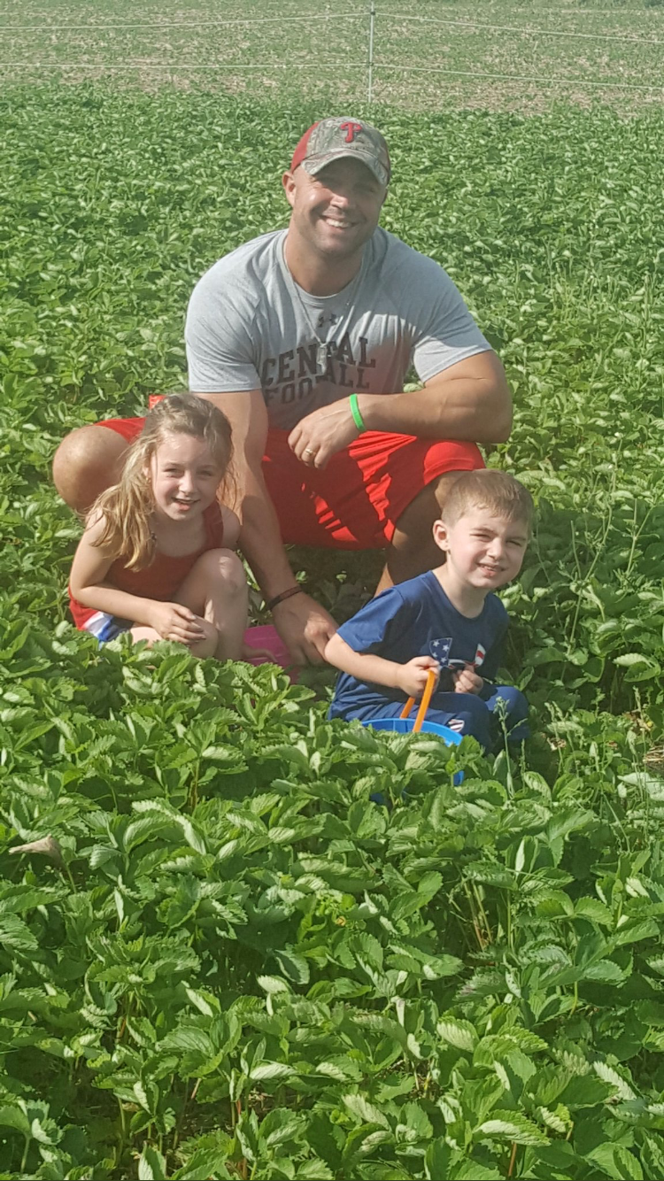 Coach Ransone picking strawberries with his children Giavonna and Casey Jr.
